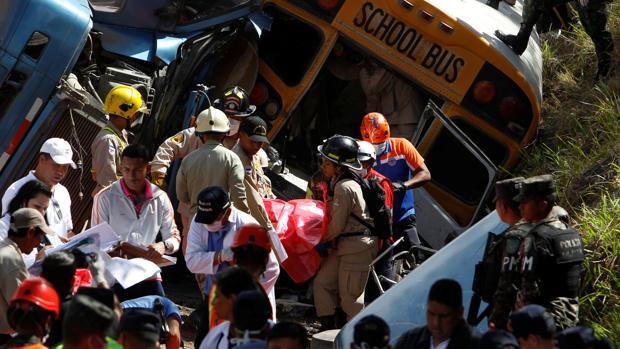 Mueren 23 personas y otras 35 resultan heridas en un accidente de tráfico en Honduras