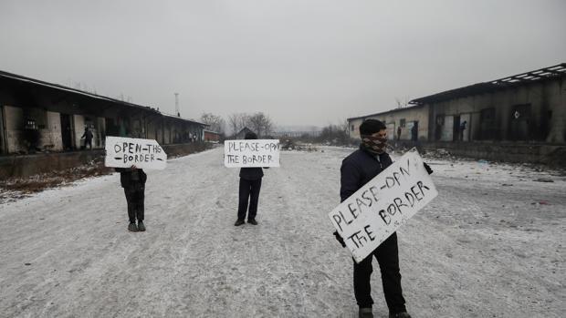 Protesta de inmigrantes junto a un almacén abandonado en Belgrado