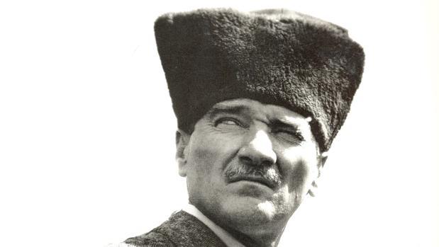 Los turcos se resisten a los cambios en el temario escolar sobre Atatürk y la teoría de la evolución