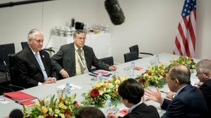 Tillerson pide a Moscú que respete los acuerdos de Minsk