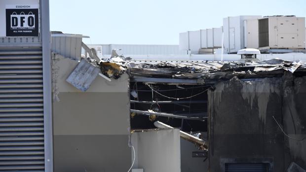 Cinco muertos tras estrellarse una avioneta en un centro comercial de Melbourne