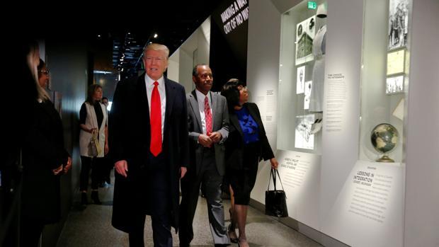 Trump pretende acelerar las deportaciones masivas y ordena contratar a 15.000 nuevos agentes