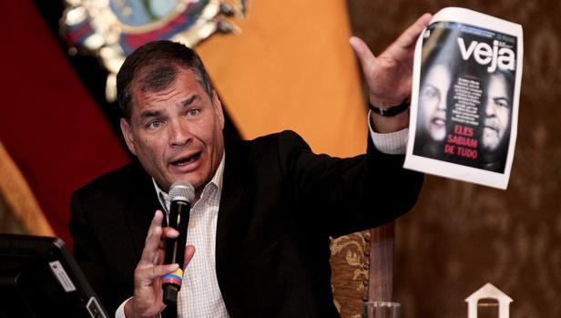 El presidente Rafael Correa, durante una rueda de prensa con la prensa extranjera, este miércoles en Quito