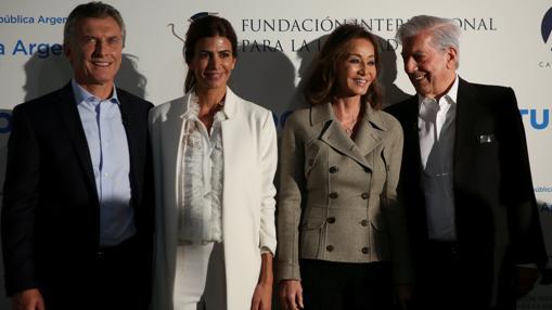 Mauricio Macri, Juliana Awada, Isabel Preysler y Mario Vargas Llosa, este jueves en Madrid