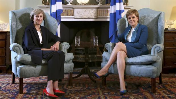 Sturgeon amenaza con otro referéndum en Escocia por la «intransigencia» del Brexit duro