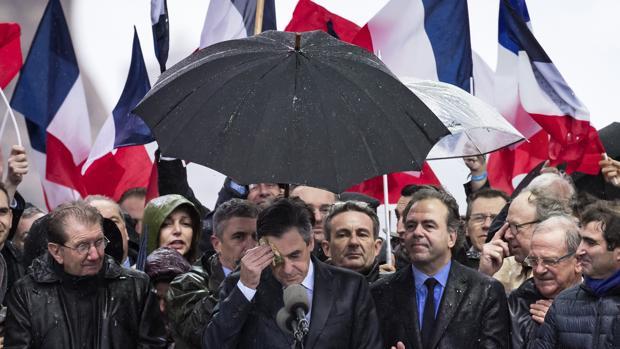 El Comité Político de Los Republicanos estudia hoy la destitución de François Fillon