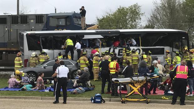 Mueren cuatro personas y 35 resultan heridas al colisionar un tren y un autobús en Mississippi