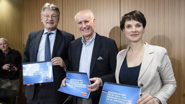 Alternativa por Alemania propone la expulsión de más de 200.000 inmigrantes al año y prohibir el velo