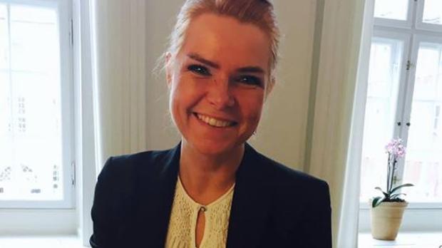Facebook una ministra danesa en facebook he aprobado for Oficina extranjeria toledo