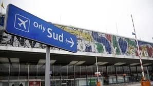 La Policía mata a un hombre en el aeropuerto de París-Orly tras robar el arma a una soldado