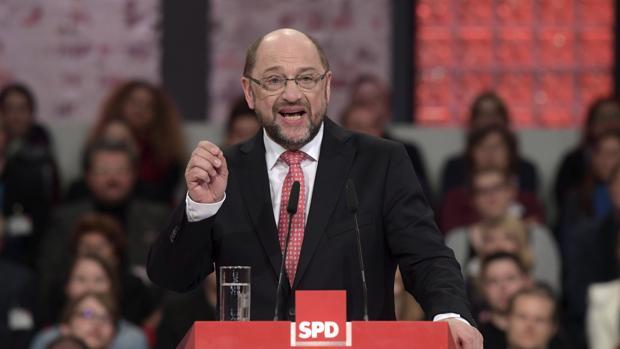 Schulz supera a Merkel en los sondeos sobre las elecciones alemanas
