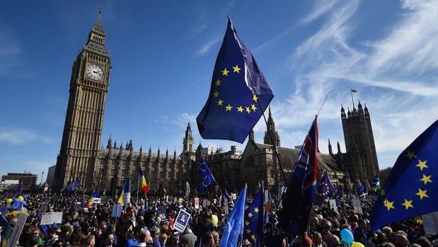 Miles de manifestantes han rechazado el Brexit