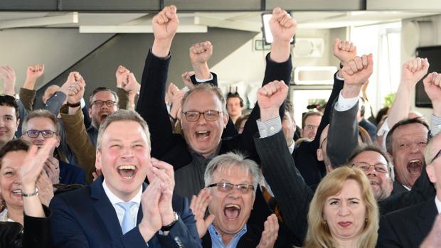 El CDU de Merkel gana en El Sarre y desinfla el «efecto Schulz»