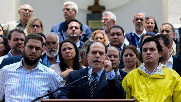 La Asamblea de Venezuela acusa a Maduro de dar un golpe de Estado institucional