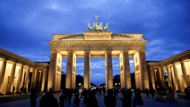 La Puerta de Brandemburgo de Berlín no se ilumina por Rusia