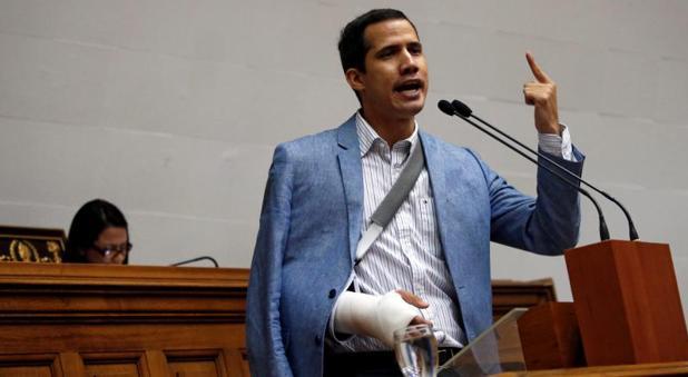 Juan Guaidó, diputado por Vargas de Voluntad Popular, herido en la marcha opositora del martes, durante la sesión parlamentaria de este miércoles en Caracas