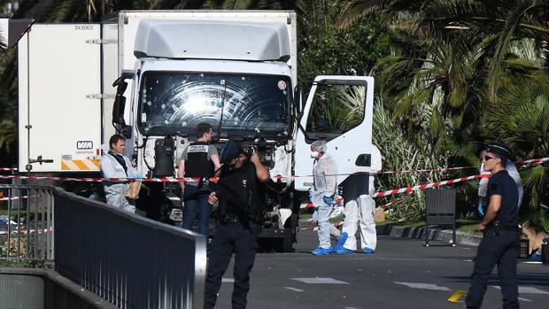 El camión con el que se perpetró el ataque de Niza - AFP