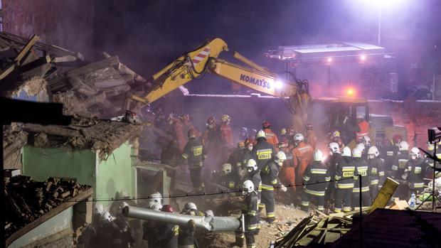 Mueren seis personas al derrumbarse un edificio en Polonia, entre ellos dos menores