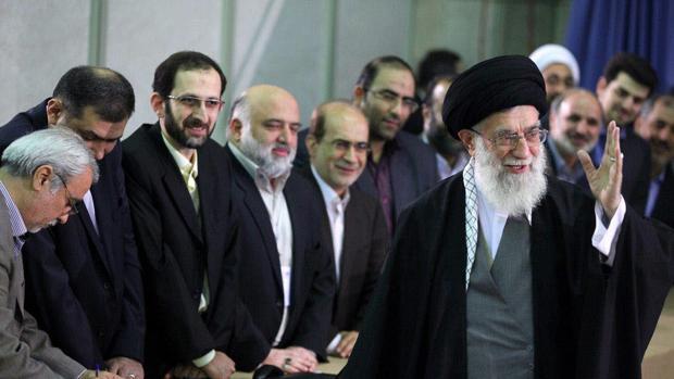 Jamenei tilda de «error estratégico» el ataque de EEUU contra una base militar en Siria