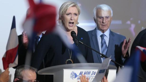 Le Pen niega la culpa de Francia en el arresto de judíos durante la ocupación nazi