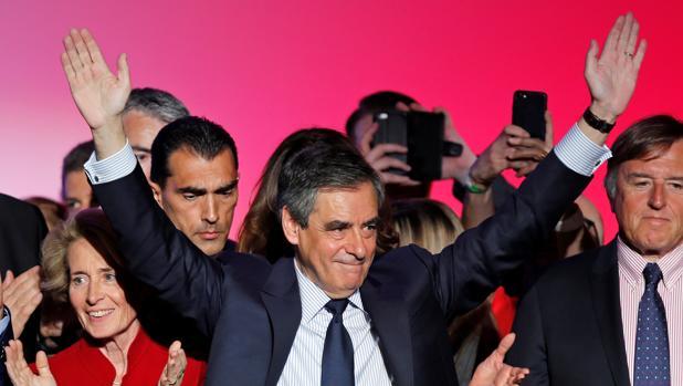 La Policía francesa investiga si Fillon ha devuelto sus trajes de lujo