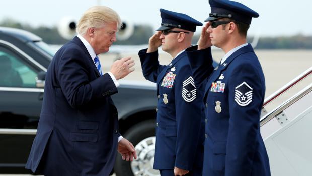 Resultado de imagen para Trump  y su comandante en jefe