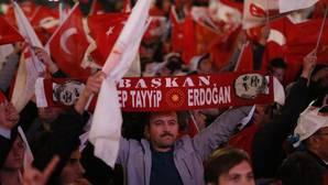 La UE pide «amplio consenso» ante lo «ajustado» del referéndum de Turquía