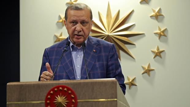 Erdogan gana el referéndum por la mínima y deja una Turquía dividida