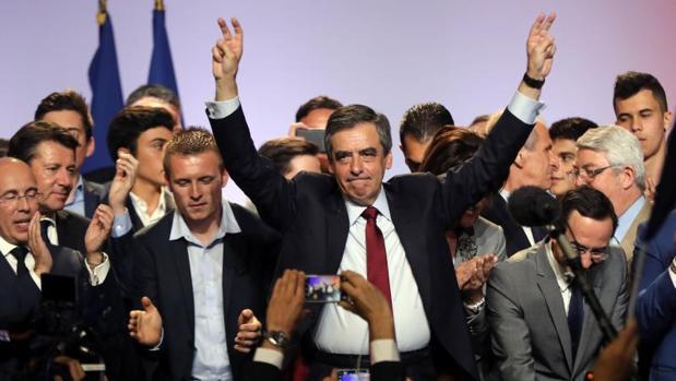 El conservador Fillon se acerca en los sondeos a Le Pen y Macron