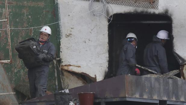 Equipos de búsqueda entran por primera vez en la tumba del Sewol