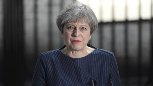 May pide la celebración de las elecciones anticipadas el 8 de junio