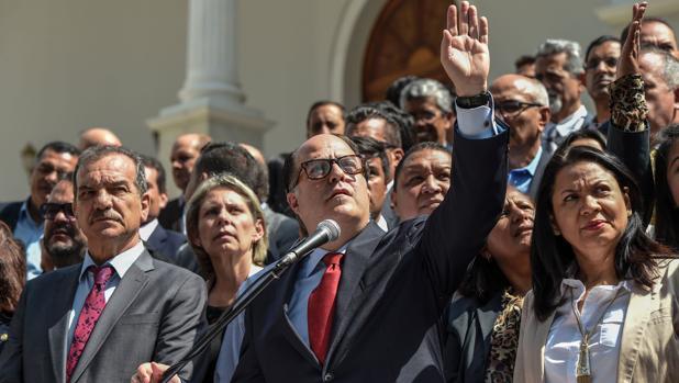 El presidente de la Asamblea Nacional, Julio Borges, durante la lectura de una declaración este martes