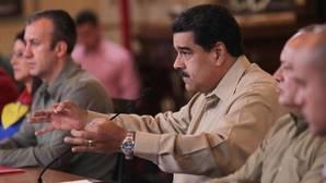 Maduro denuncia otro complot y vigila de cerca al Ejército