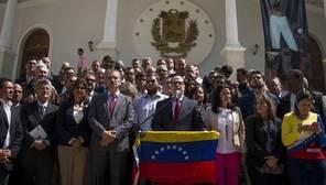El presidente de la Asamblea Nacional, Julio Borges, llamó a participar en la «megamarcha» del 19-A rodeado de otros parlamentarios de la oposición de Venezuela