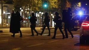 La Policía francesa, durante la operación tras el tiroteo en París