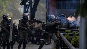 La Policía se enfrenta contra manifestantes opositores a Nicolás Maduro en Venezuela