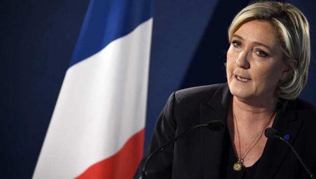 Marine Le Pen, durante una rueda de prensa este viernes en su sede de campaña en París