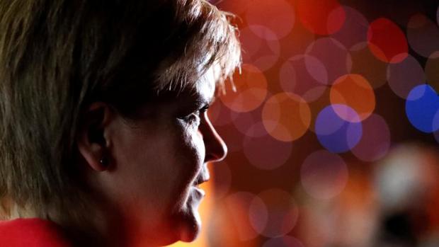 Sturgeon acusa a May de adelantar los comicios por un fraude electoral en 2015