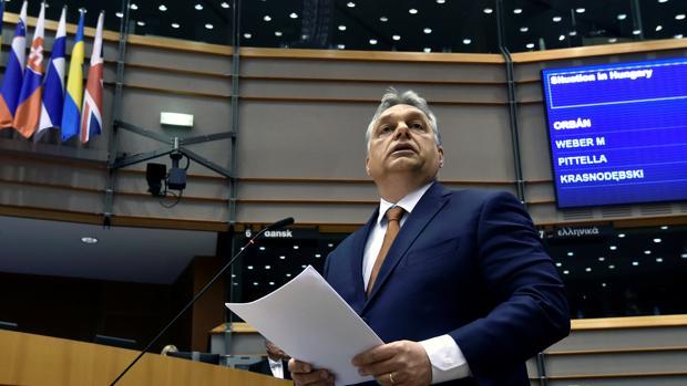 Orban defiende su polémica ley de universidades y ve «una distinta vara de medir» con Hungría