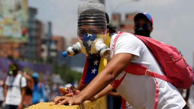 Maduro, atrapado entre la protesta y el ala dura chavista