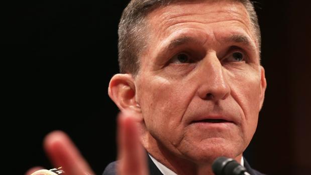 El Pentágono indaga a Flynn por recibir pagos del extranjero