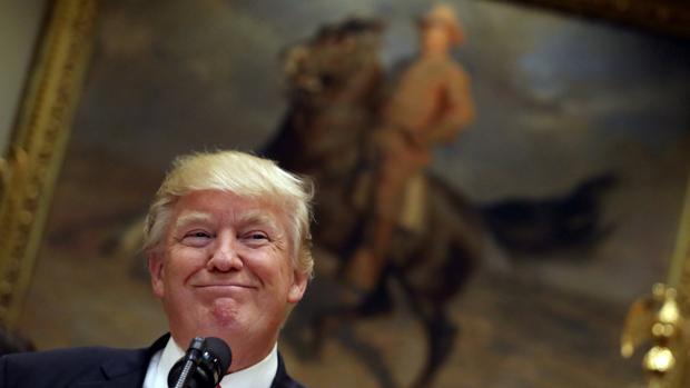 Trump accede a no retirar «por el momento» a Estados Unidos del NAFTA