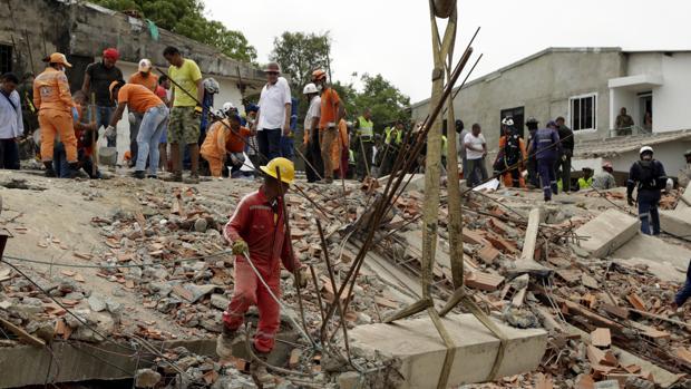 Las autoridades buscan supervivientes tras el derrumbe de un edificio en Cartagena de Indias