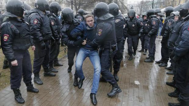 Hemeroteca: Más de cien detenidos en una protesta contra Putin en San Petersburgo | Autor del artículo: Finanzas.com