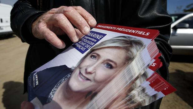 Le Pen anuncia una moneda común europea para las empresas y una nacional para los particulares