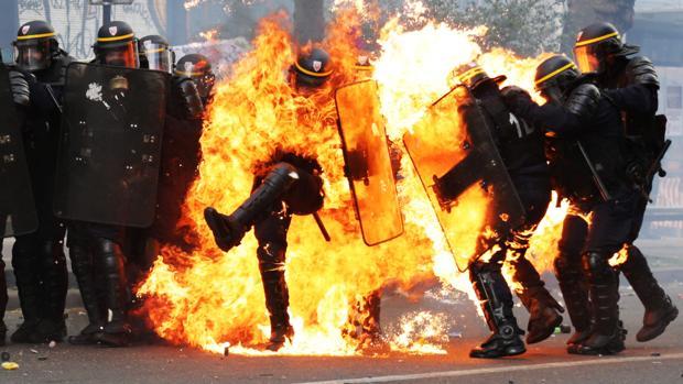 Hemeroteca: Enfrentamientos en una manifestación por el 1 de Mayo en París | Autor del artículo: Finanzas.com