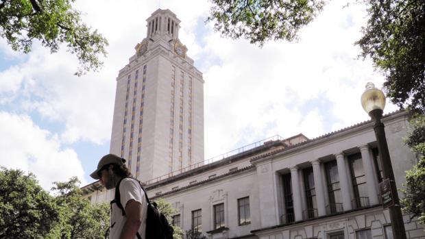 Un estudiante muerto y tres heridos graves tras ser apuñalados por un compañero en la Universidad de Texas