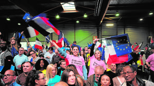 Partidarios de Macron, en el mitin de ayer