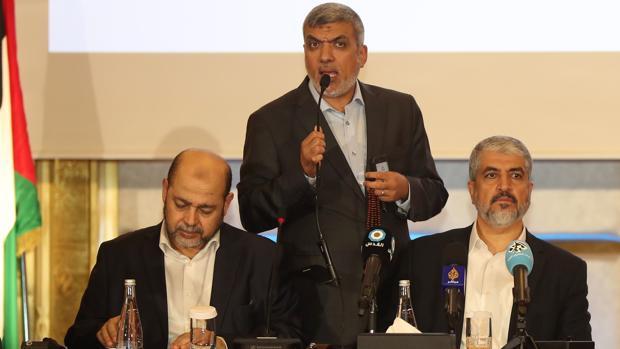 El líder de Hamás, Mashal, hace el anuncio ayer en Doha