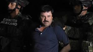 «El Chapo» Guzmán durante su traslado desde el aeropuerto de México